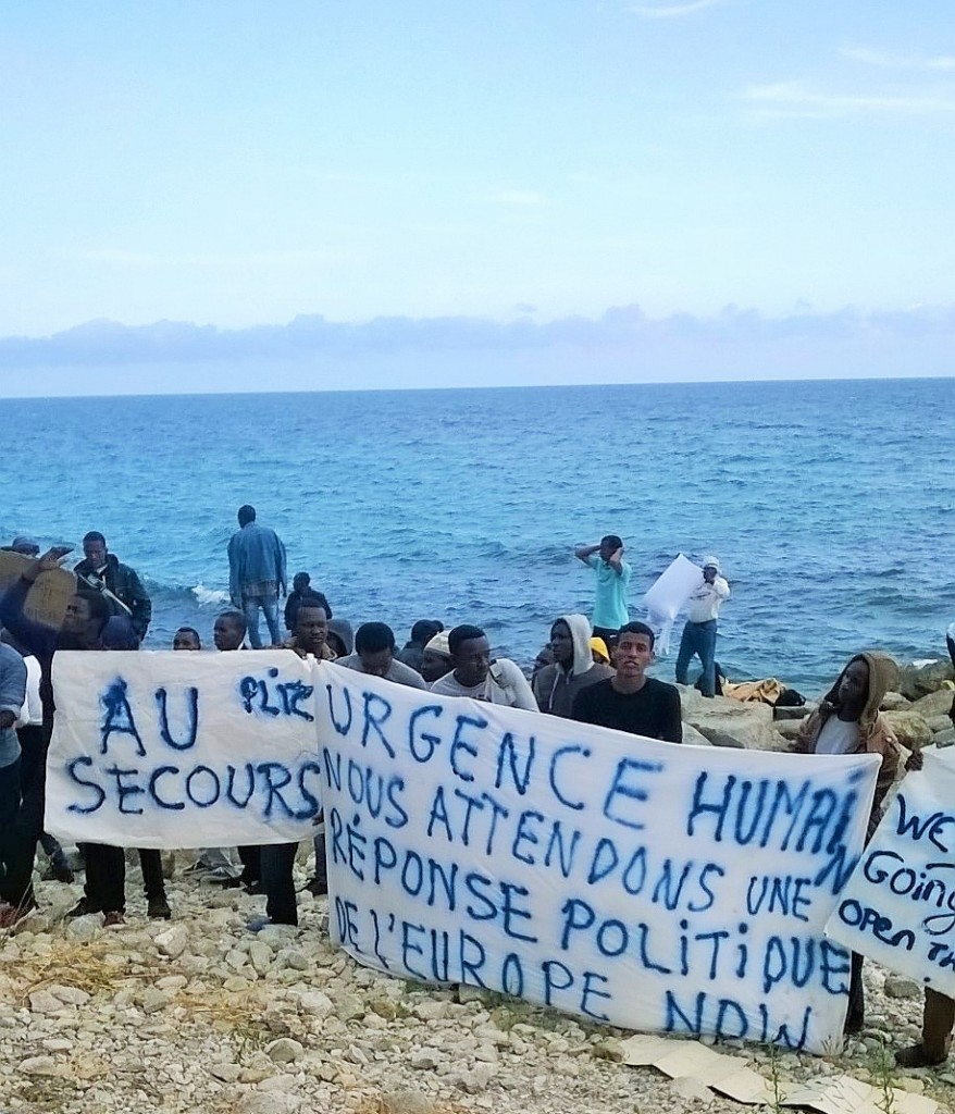 """""""We are not going back - open the way!"""" - Refugees at the Italian-French border calling for a human soulution of the migration crisis. (Photo: Francesca Lodovici)"""