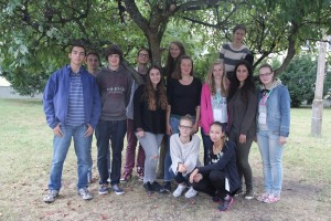 Video group f.l.t.r.: Konstantin, Valentin, Ashley, Nedislav, Ella, Léa, Hendrikje, Lara, Natalja, Lucia, Anastasja, in front: Joanna, Liliana