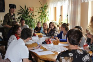 Interviewing and learning about Mrs. Kłobuszańska's life (Photo: Karolina Kaleta/Körber-Stiftung).