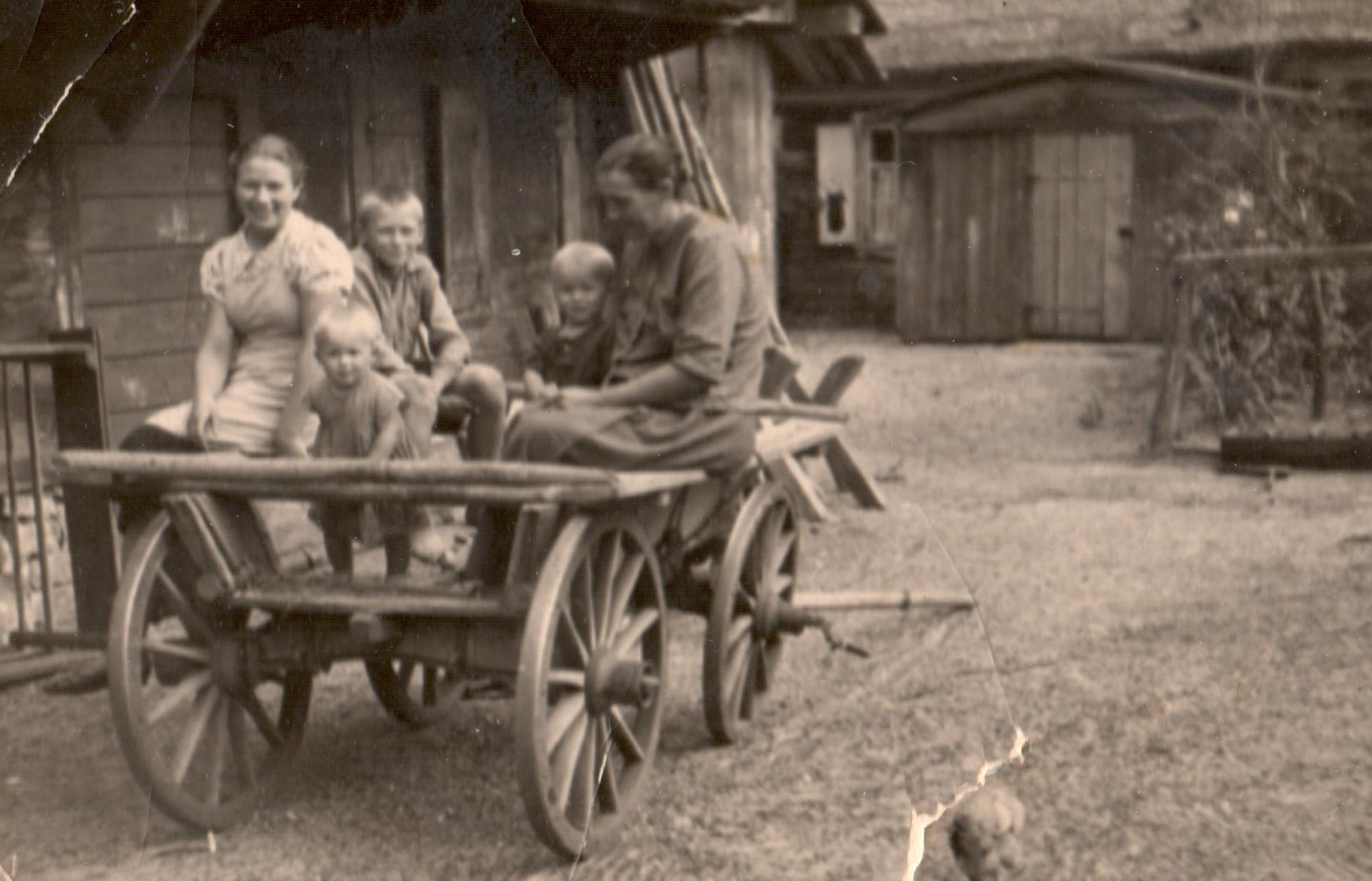 The family horse carriage and the youngest Alberti kids with their father, 1945